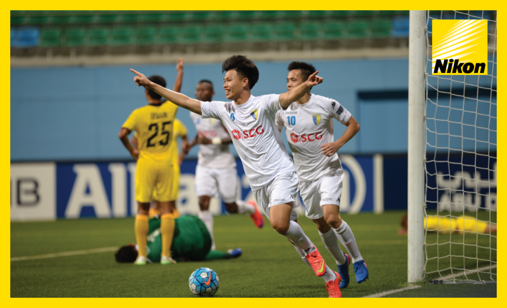 Pham Van Thanh comes off the bench to net stoppage-time winner on Tuesday as Hanoi FC claim come-from-behind 2-1 victory against Tampines Rovers to move top of Group G.