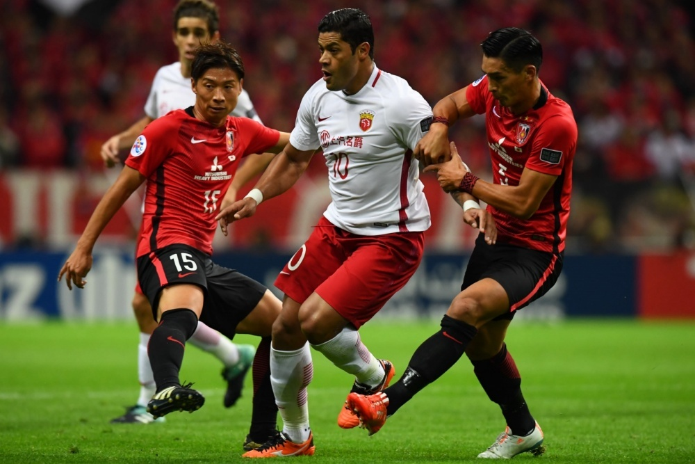 Tomoaki Makino and Kazuki Nagasawa stay close to Shanghai SIPG danger man Hulk as the Brazilian fails to score for the first time in the 2017 AFC Champions League and Urawa Red Diamonds claim a 1-0 victory in the second leg of the semi-final to book a date in the final with Al Hilal after a 2-1 aggregate win.