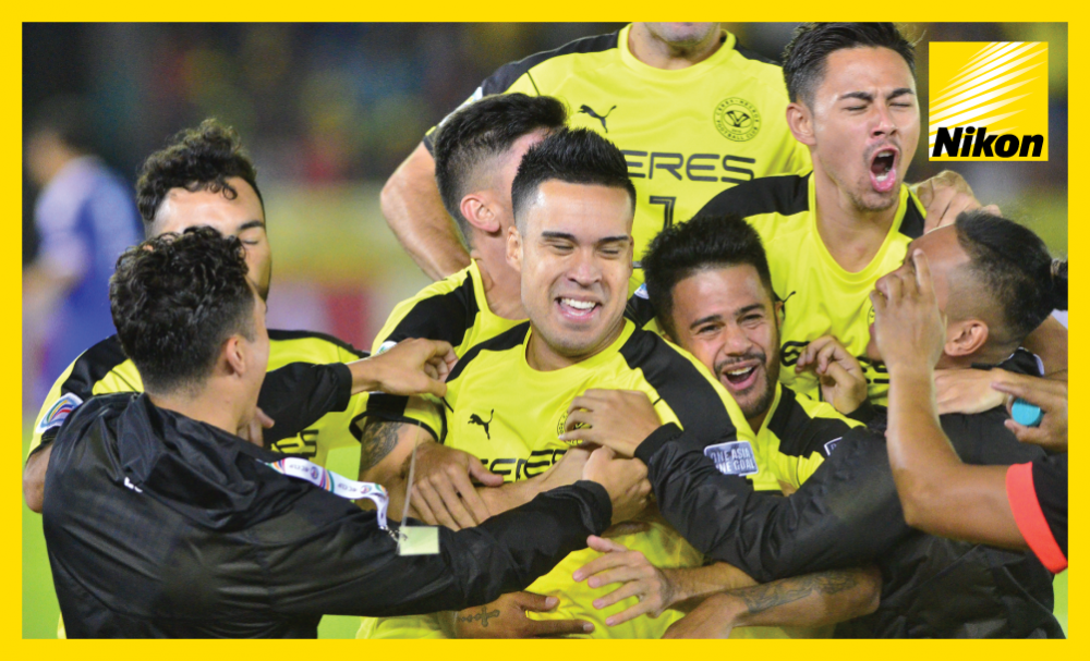 Iain Ramsay is mobbed by his Ceres Negros teammates after his sensational early goal against Tampines Rovers in the 2017 AFC Cup on Matchday Two.