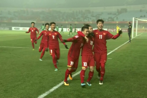 Nguyen Cong Phuong taps in the opening goal for Vietnam!