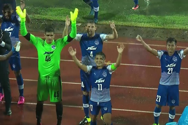 Bengaluru FC players and fans do the Viking Clap!