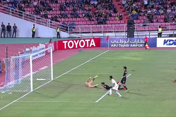 Ali Mabkhout with a late equaliser for UAE!