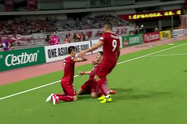 Wu Lei's 2nd goal of the night, Shanghai lead by 4 goals v Guangzhou Evergrande!