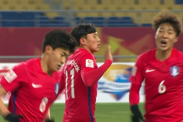 Cho Young-wook equalizes for Korea Republic!