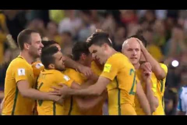 Mile Jedinak fires Australia into the lead!