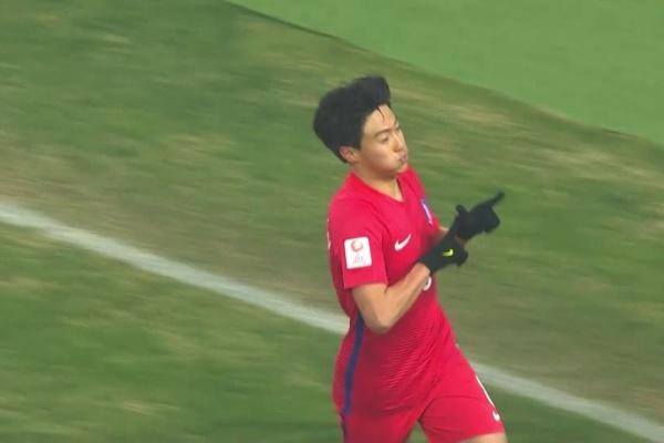 Han Seung-gyu makes it 2-0 to Korea Republic!