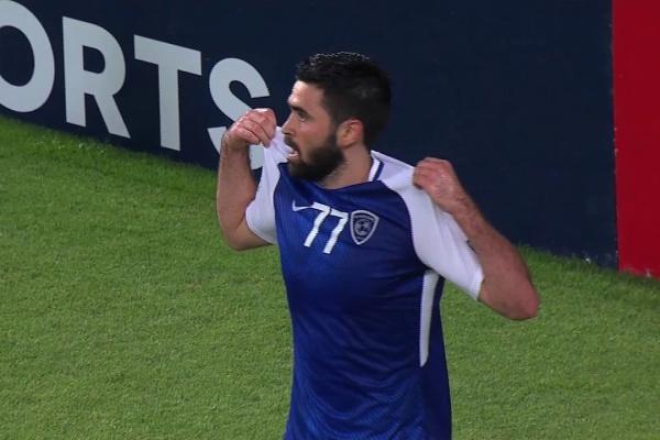 Omar Khribin scores again to make it 3-0 for Al Hilal.