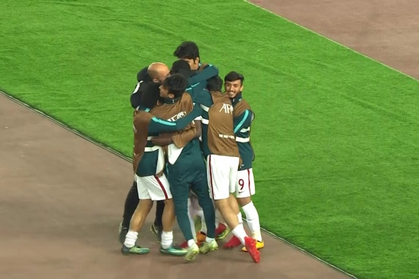 Almoez Ali scores his second for Qatar to take the lead!