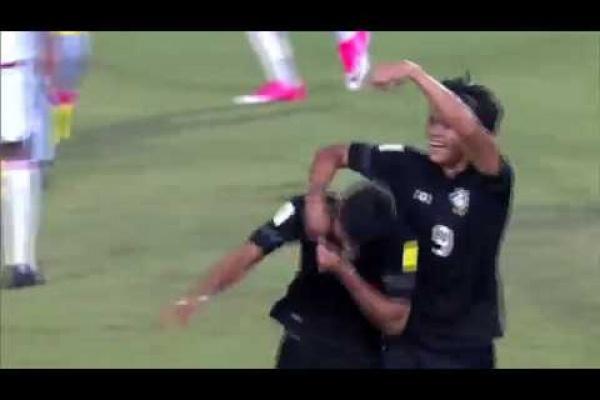 Mongkol Tossakrai puts Thailand 1-0 up against UAE!