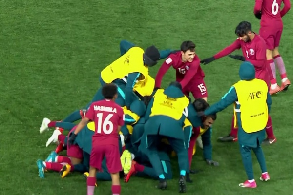 Almoez Ali fires Qatar into a 1-0 lead against Uzbekistan!