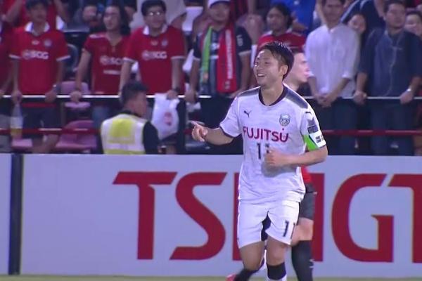Terrific volley from Yu Kobayashi to put Kawasaki Frontale in front!