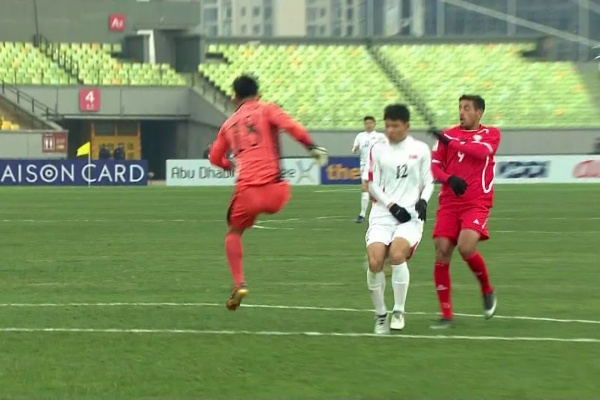 Palestine take the lead after a defensive mix-up from DPR Korea!