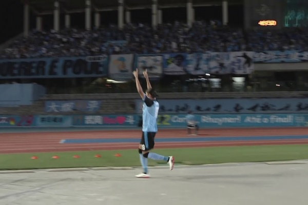 Elsinho pounces on a rebound to put Kawasaki Frontale 2-0 up!