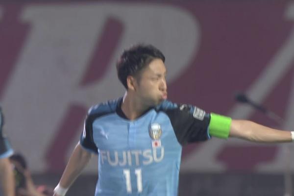 Yu Kobayashi fires Kawasaki Frontale into the lead!