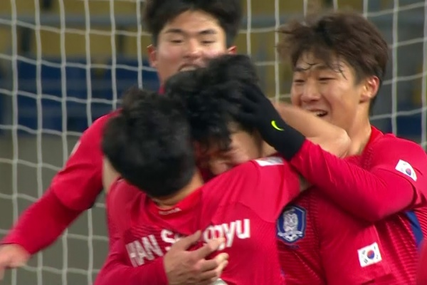 Lee Keun-ho heads Korea Republic into a 2-1 lead!