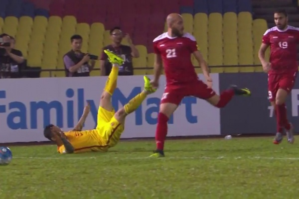 China's Gao Lin converts his penalty to equalise against Syria!
