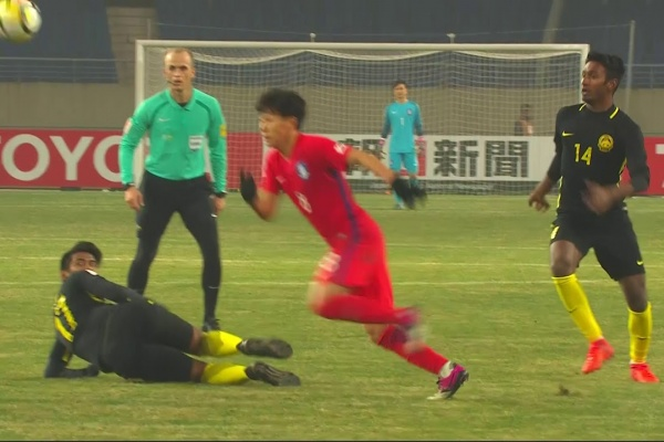 Han Seung-Gyu hands Korea Republic a dramatic lead in the closing minutes!