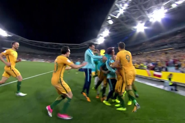 Tim Cahill puts Australia 2-1 up!
