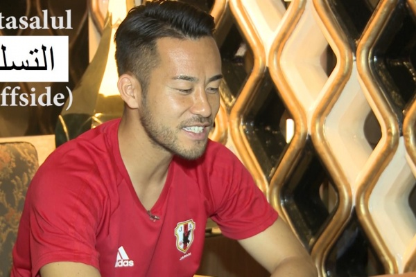 Maya Yoshida and Ahmed Yasin try to learn each other's language